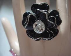 Lindo anel preto flor com strass