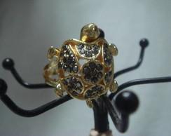 Anel tartaruga dourado c/ strass