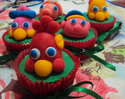 MINI CUPCAKE COM DECORA��O COCORIC�