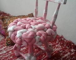 Cadeira de Madeira Decorada em Patchwork