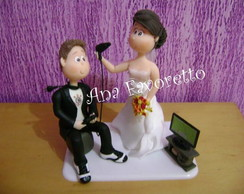 Topo de bolo noivo jogando video game