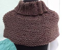 Gola marrom em ponto trico