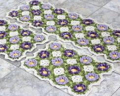 passadeira de croch� com flores lilas