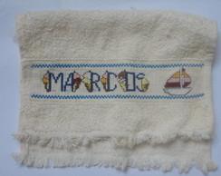 toalhinha bordada em ponto cruz marcos