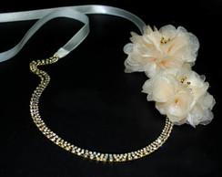 Tiara strass dourado&flores organza