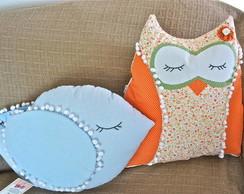 almofadas, coruja e passarinho azul