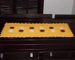 Caminho de mesa em croch� de linha.