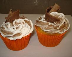 cupcake recheado de musse de maracuja.