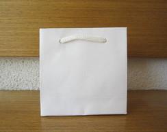 Sacolinha de papel�o branco.