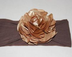 Faixa de meia marrom / flor dourada
