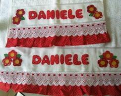 Jogo de toalha em patchwork com babado