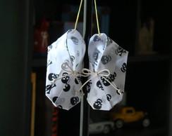 sapatinho de origami tecido-caveirinha