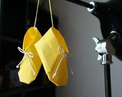 sapatinho de origami tecido-amarelo