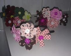 Tiaras com flores de fuxico