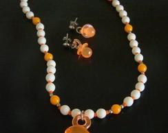 Conjunto pingente e brinco laranja neon