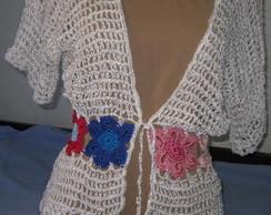 Casaco em flores na altura da cintura