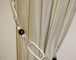 Abra�adeira de cortina branca e preta