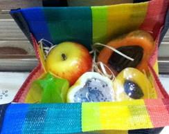 Mini sacola de feira com sabonetes