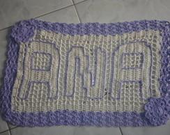 tapete tecido e bordado o nome ANA