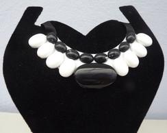 Maxi colar branco e preto II