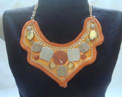Maxi colar laranja com pedras