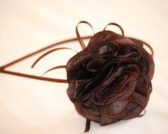 tiara ferro encapada flor de cetim