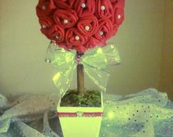 Topi�ria e botoes de rosas vermelhas
