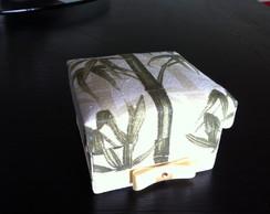 Caixa pintada e forrada com tecido