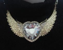 Maxi colar cora��o com asas dourado