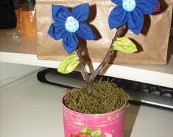 Cachep� com flor de tecido
