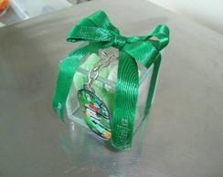 Caixa em vidro com sabonetes e chaveiro