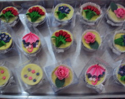 Cup cakes comdecora��o floral
