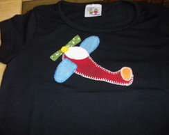 CAMISETA INFANTIL COM APLIQUE EM PATCH