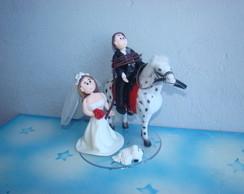 casal de noivos no cavalo