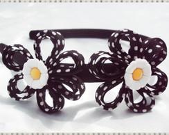 Tiara de flor com po� branco