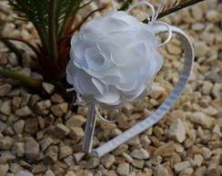 Tiara flor cam�lia branca