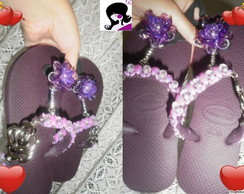 Havaiana top com flor lateral