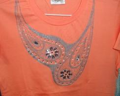 Camiseta Pintada � M�o com Pedraria.
