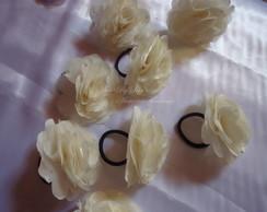 Corsage com flor de 8 cm com strass