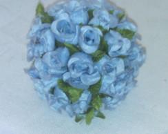 bola de mini rosa na cor azul claro