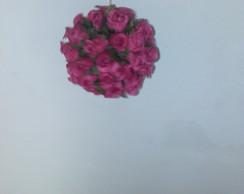 bola mini rosa cor rosa escuro pendurada