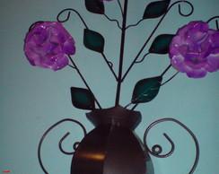 Jarro de flores de lata