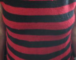 Blusa em preto e vermelho