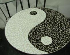 Mesa em ferro e mosaico Yang