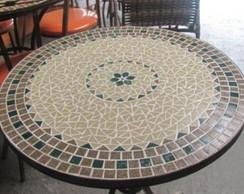 Mesa em ferro e mosaico
