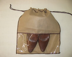saco para sapato com visor em TNT cord�o