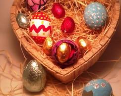 Cesta de cora��o com Ovos de chocolate