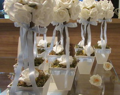 Topiara estilo proven�al com 12 rosas II