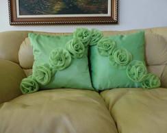 Capa de almofada com rosas de organza