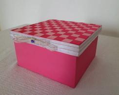 Caixa decorada com fitas entrela�adas